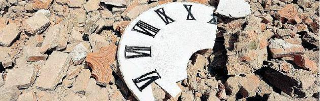 """Terremoto Emilia, il sindaco di Mirandola: """"Le banche bloccano l'arrivo degli aiuti"""""""