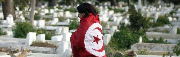 Tunisia, almeno 50 mila in piazza per i funerali di Chokri Belaid