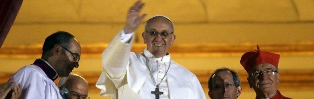 Papa Francesco, al via il Pontificato. Bergoglio sceglie un anello d'argento