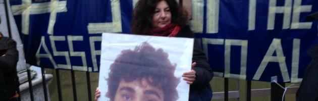 """Aldrovandi, 4000 in piazza a Ferrara: """"Chi uccide non indossi più la divisa"""""""