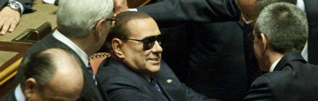 Silvio Berlusconi con gli occhiali da sole