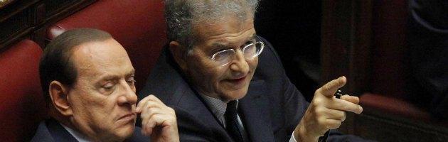 Ruby, Berlusconi: 'Pregiudizio e odio nella richiesta'. Cicchitto: 'Assassinio giudiziario'