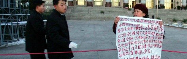 Cina, ora la corruzione viene svelata con smartphone e microblog