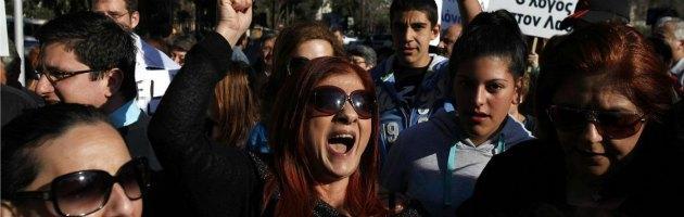 """Cipro vota contro la tassa sui conti. Berlino: """"Se è così niente prestito"""""""