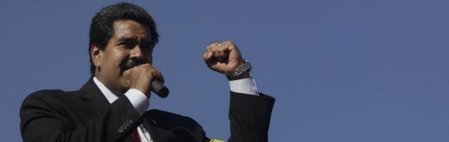 Venezuela, Nicolas Maduro presta giuramento e chiede elezioni immediate