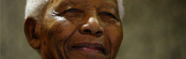 """Mandela ancora in ospedale. Il governo: """"Questa volta è grave, ma è sereno"""""""