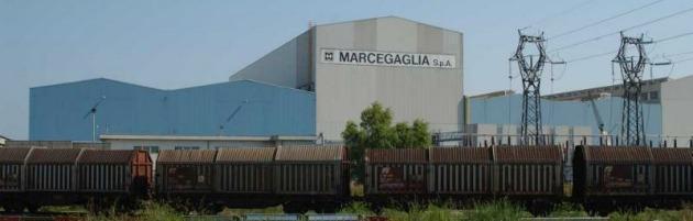 """Gruppo Marcegaglia: 'ruba' un paio di scarpe, licenziato. Fiom: """"Pretesto politico"""""""