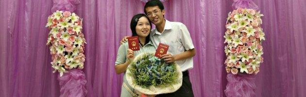 """Cina, non sei sposata? Sei """"avanzata"""". Pressioni del Partito sul matrimonio"""