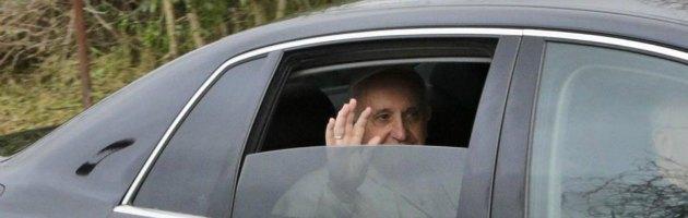 """Papa Francesco, la denuncia: """"In Vaticano esiste una potente lobby gay"""""""