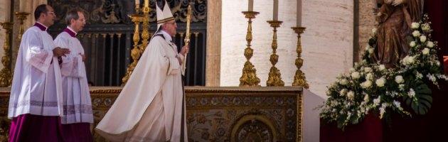 """Pasqua, folla per la Messa di Papa Francesco. """"Pace in tutto il mondo"""""""