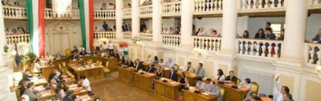 Reggio emilia 5 stelle e pd a braccetto voto unitario for Tre stelle arreda reggio emilia