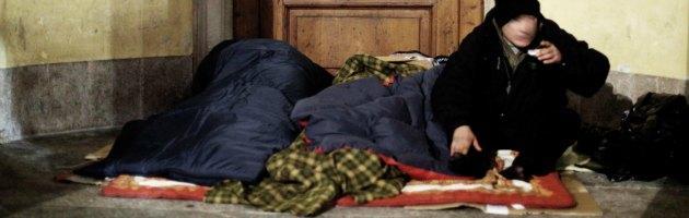 Papa Francesco, nel buio della vigilia la piazza ripulita dai senzatetto
