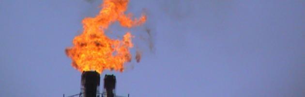 Ferrara, torce del petrolchimico. Chi inquinò pagherà soltanto una multa