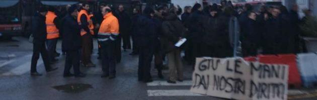 """Bus, sciopero selvaggio. Gli autisti: """"Non pagheremo noi il buco di 9 milioni di euro"""""""