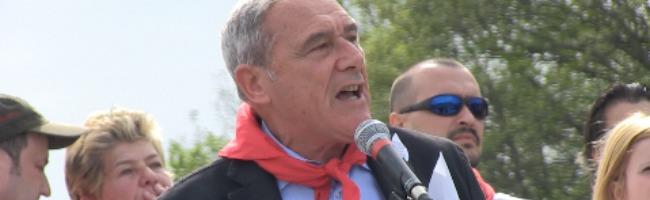 """25 aprile, Grasso fischiato a Monte Sole. I contestatori: """"Pd venduto al Pdl"""" (video)"""