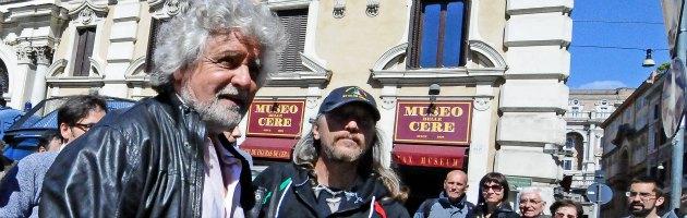 """Governo, Berlusconi: """"Si farà"""". Grillo: """"E' bunga bunga"""". Renzi: """"Pd sarà compatto"""""""
