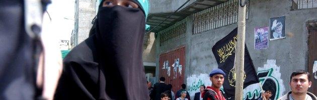 """Gaza, nuova legge islamista: """"A scuola maschi e femmine segregati"""""""