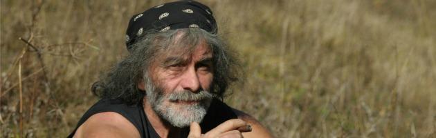 """Mauro Corona: """"La salvezza è nella terra, riprendiamo la zappa. Stop al superfluo"""""""