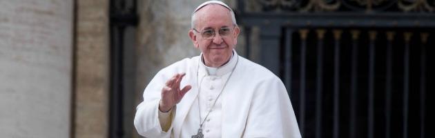 Papa Francesco, un mese da pontefice: rifiuta il lusso e condanna i vizi di vescovi e preti