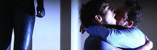 Pret a basier, la danza in un bacio gay di Dubois ai Teatri di Vita