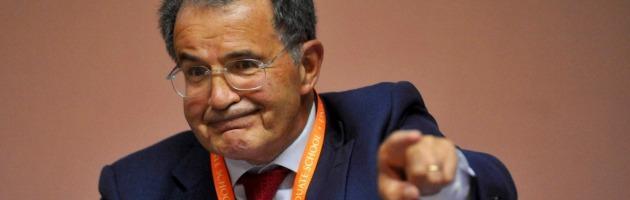 """Quirinale, il Pd unito sceglie Romano Prodi. Lui: """"Arrivo appena posso"""""""