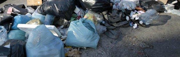 Palermo, emergenza rifiuti: strade invase dall'immondizia. Amia dichiarata fallita