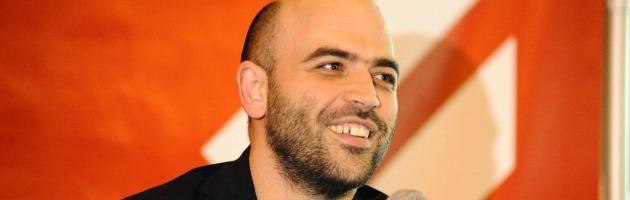 """Saviano a Bologna: """"Ogni minuto senza governo è tempo lasciato alle mafie"""" (foto)"""