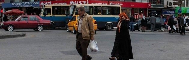 """Turchia, stupro di gruppo su 13enne. """"Superare il patriarcato per emanciparsi"""""""