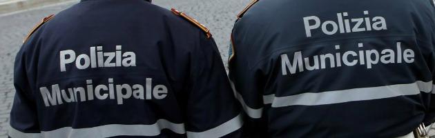 """Battipaglia, politici contro i vigili urbani: """"Non ci salutano"""". Caso in commissione"""