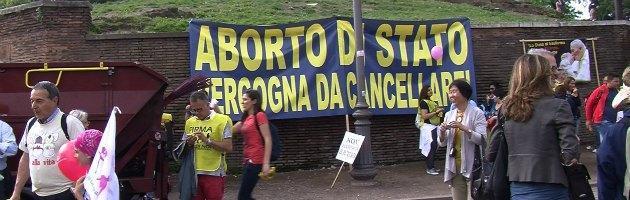 """A Roma sfila la 'Marcia per la vita', il Papa: """"Garantire protezione giuridica embrione"""""""