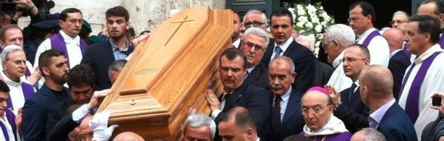 Funerali andreotti roma saluta il divo a san giovanni dei - Giulio andreotti il divo ...