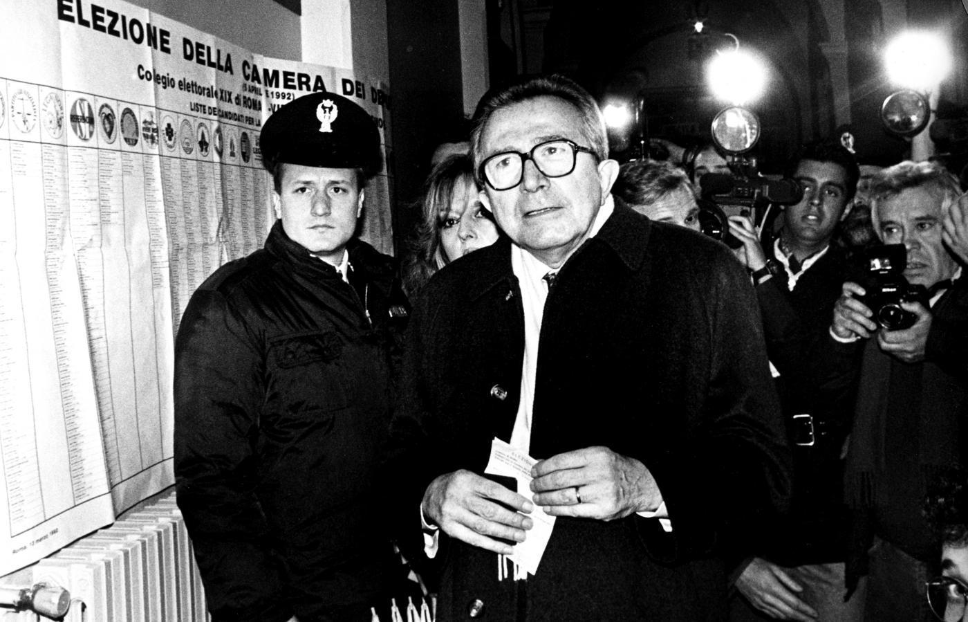 Giulio andreotti i segreti logorano chi non ce li ha il - Andreotti il divo ...