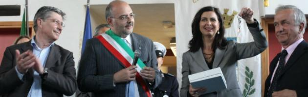"""Boldrini, sorrisi e applausi dall'Emilia terremotata: """"Siete un esempio per l'Italia"""""""