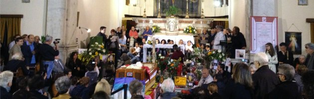 """Don Gallo, Genova saluta il suo 'prete da marciapiede'. """"Questo è il vero funerale"""""""
