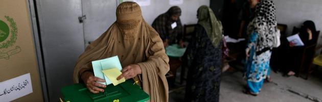 Elezioni in Pakistan, Lega Musulmana verso la vittoria. Ma è bagno di sangue