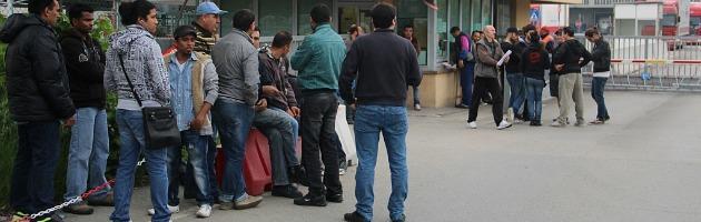 """Facchini bloccano Coop Centrale Adriatica: """"Sospesi 16 di noi per motivi politici"""""""
