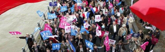Parigi, scendono in piazza gli oppositori della legge sulle nozze gay: 39 arresti