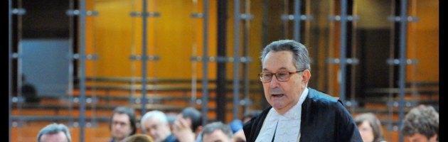 """Berlusconi, né amnistia né grazia: il Cavaliere """"prenota"""" l'avvocato Coppi"""