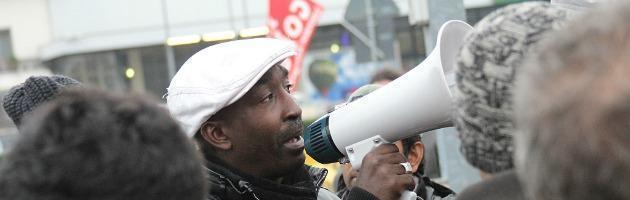 """Granarolo, i facchini bloccano l'arrivo delle merci: """"Ci hanno detratto 35% del salario"""""""