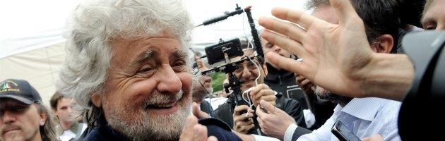 """Governo, Grillo: """"A Letta manca di baciare il culo di Berlusconi, è insignificante"""""""