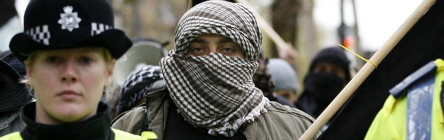 Londra, l'ombra dell'islamofobia: raid nelle moschee e marce della destra
