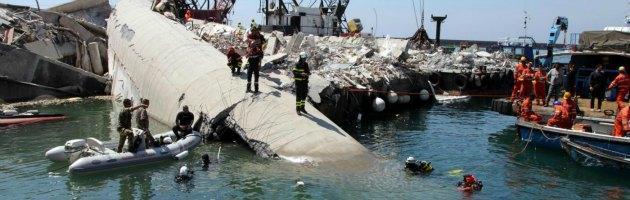 Genova, incidente nave Jolly Nero: 7 morti al porto. Indagati comandante e pilota