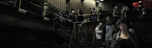 Milano, il collettivo Macao festeggia un anno e occupa il cinema Manzoni