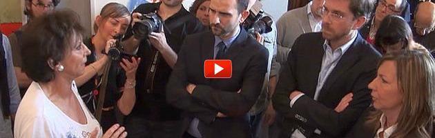 """Bologna, 200 maestre invadono il Comune: """"Merola svende la scuola pubblica"""""""