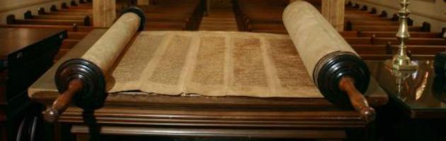 Torah, ritrovato negli archivi Alma Mater il più antico rotolo esistente del pentateuco