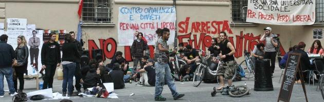 """Bologna, piazza Verdi """"occupata"""" dopo gli scontri. Il Pdl: """"Intervenga l'esercito"""""""