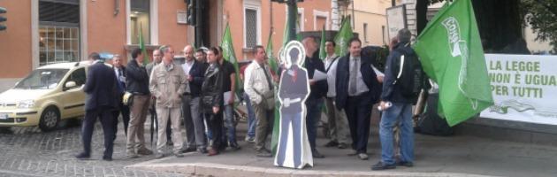 """Aldrovandi, altro sit-in Coisp: """"Chi veste la divisa bersaglio della vendetta di troppi"""""""