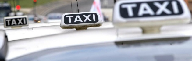 """Uber, la app dell'autista """"privato"""" che fa arrabbiare i tassisti di Milano e Roma"""