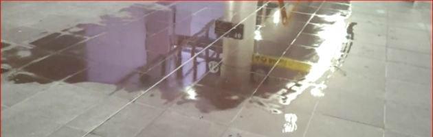 Bologna, invasa da acqua la stazione Tav appena inaugurata (video)