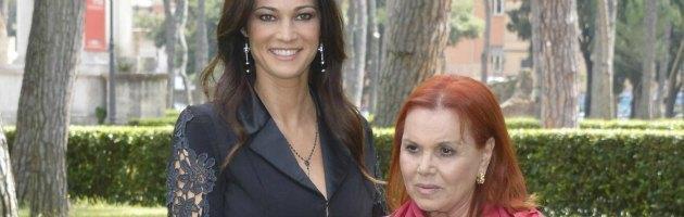 Tv, Manuela Arcuri è Pupetta Maresca. E la fiction diventa un inno alla camorra
